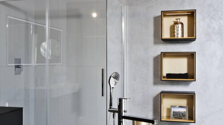 Bodenebene Dusche mit Schiebetüre
