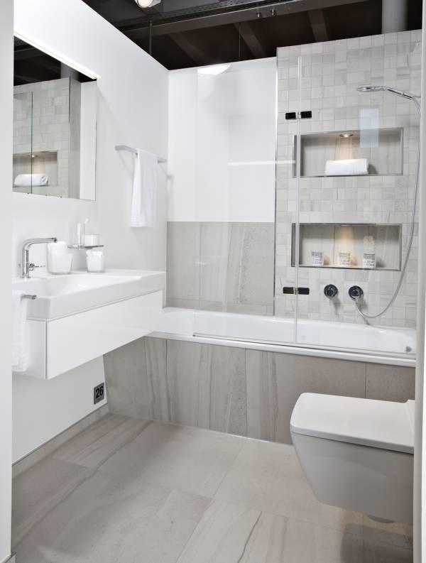 Helles, modernes Bad auf kleinem Raum